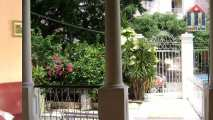 The rental is located in a green part of the Vedado district in Havanna