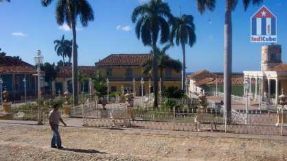 Sight seeing in Trinidad Cuba - Plaza Mayor square